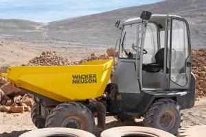 Dumpers con cabina de Wacker Neuson en Chile: seguros, eficientes y confortables