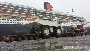 Gran foto de HC Wilson del camión rígido TR100 de Terex en los muelles de Southampton en Sudáfrica