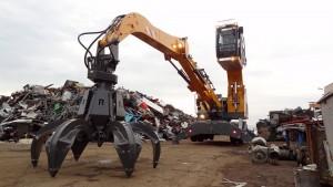 Una LH22 de Liebherr trabaja en una planta de reciclaje en Hungría