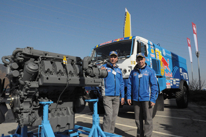 Un equipo que participó en el Rallye Dakar con éxito de visita en Liebherr-Machines Bulle SA