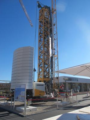 Estreno mundial en Berna: la grúa de montaje rápido 53 K de Liebherr