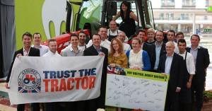 Un tractor Massey Ferguson MF 5612 de promoción de los  Footprint Awards