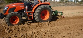 Hnos Alarcon Tauste prueba el nuevo tractor Kioti de 80CV .