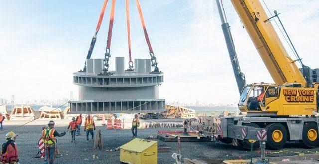 Una #Grove GMK6400 establece la base para la noria más grande del mundo