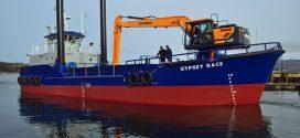 Nueva excavadora Hyundai HX220LR largo alcance en el puerto de Bridlington