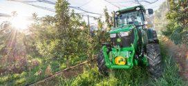 Caravana de tractores John Deere para frutales y viña
