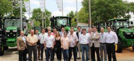 John Deere entrega los primeros tractores 5R y 9R llegados a España en FERCAM
