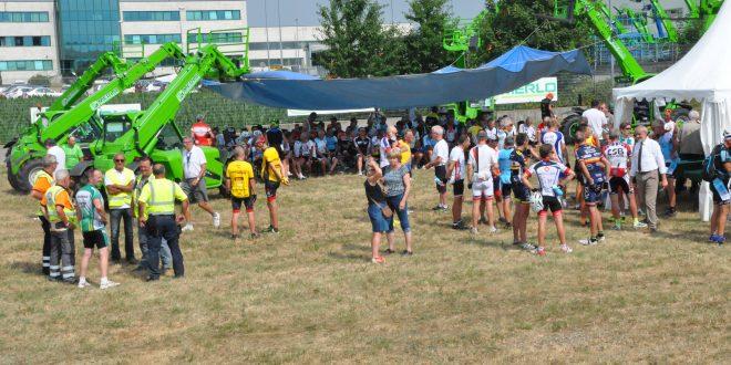 250 ciclistas franceses en el Centro de Formación e Investigación Merlo