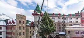 Árbol de Navidad para el hotel de lujo de St. Moritz construido por Liebherr