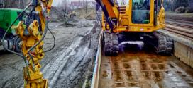 Una excavadora YANMAR para la construcción ferroviaria