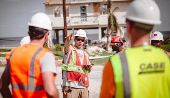 CASE apoya al Equipo Rubicon en ayuda en caso de desastres del huracán Harvey