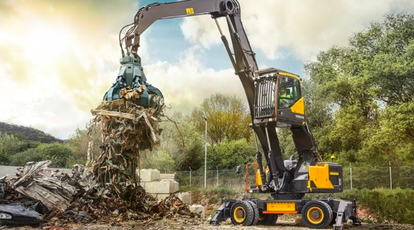 Volvo Construction Equipment presenta el manipulador de materiales EW240E
