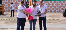 CASE entrega su 5.000 compactador vibratorio en tándem en India