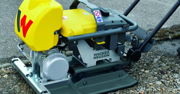 Wacker Neuson presenta su plancha vibratoria accionada a batería