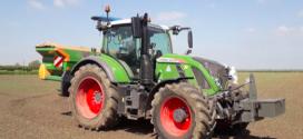 Primer granjero en Gran Bretaña con los nuevos neumáticos AxioBib 2 de Michelin en su tractor