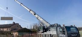 Nueva Liebherr LTM 1090-4.2 con brazo telescópico de 60 metros en sitios restringidos