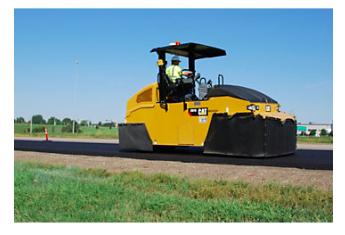 El nuevo Compactador Neumático Cat ® CW16 con neumáticos de caucho