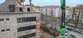 El manipulador de material de demolición SENNEBOGEN 870 E Longfront en Munich
