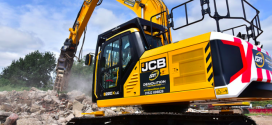 Un contratista de Lincolnshire compra una de las primeras excavadoras JCB X de  demolición