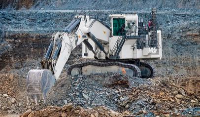 Primera excavadora hidráulica grande equipada con motor Liebherr