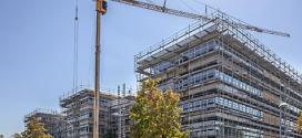 Tres grúas de construcción móviles Liebherr en acción