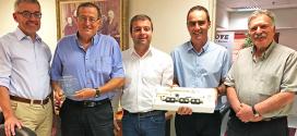 Manitowoc Cranes cumple 50 años con el distribuidor israelí Levinson Brothers Engineer