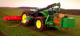 John Deere presenta su tractor eléctrico y autónomo