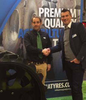Sly Agri Ltd firma un acuerdo de distribución para Rubber Track en LAMMA