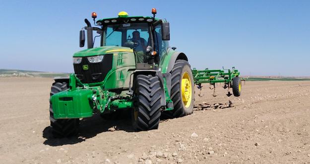 JOHN DEERE demuestra la eficacia de sus tractores en Segovia